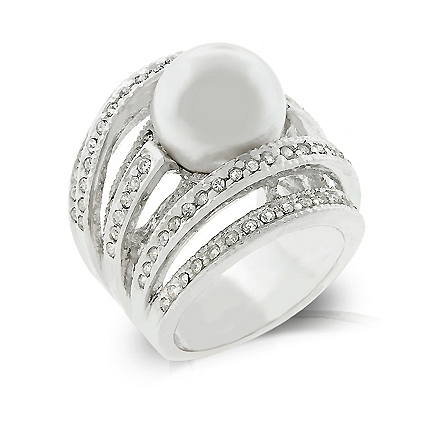Right-Hand Pearl Ring From DT Jewelry Store
