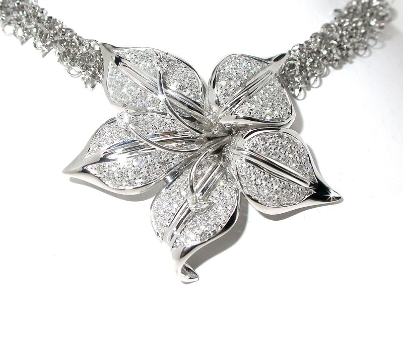 2.75 CARAT Exclusive Italian Flower Necklace