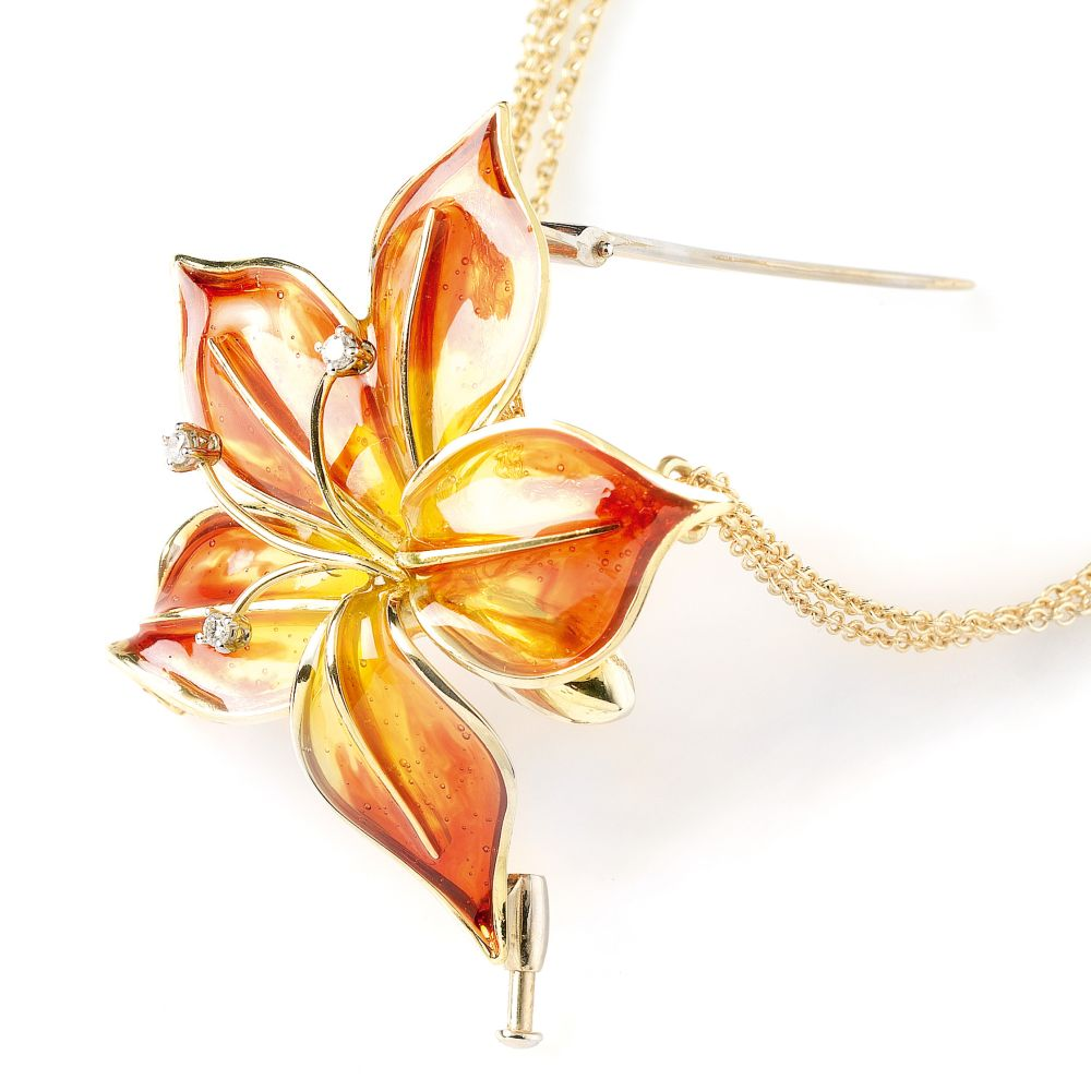 Extravagant Flower Necklace Pendant with Diamonds