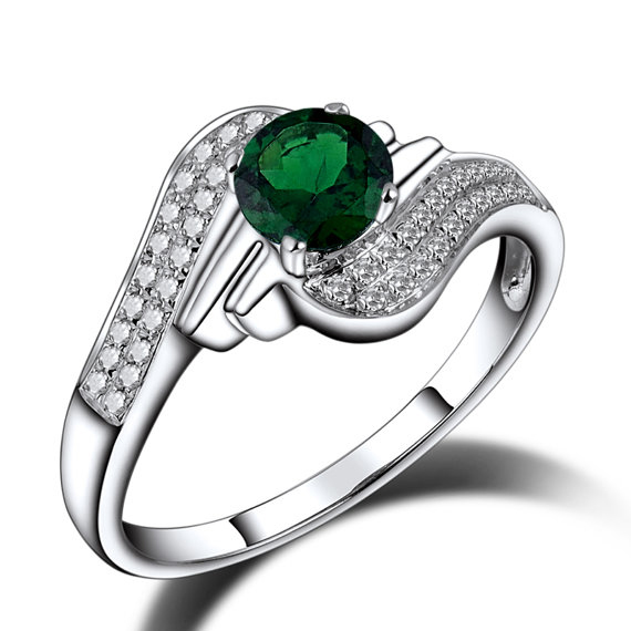 Exclusive Diamond & Green Tsavorite Gemstone Ring 0.91 CT White Gold