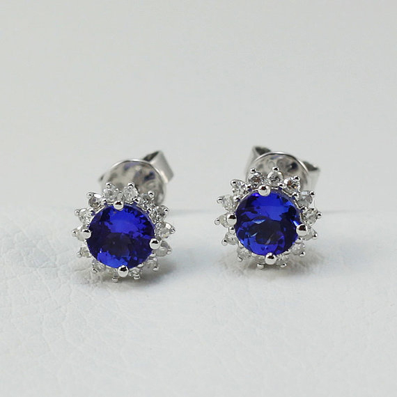 Round 5x5mm 18kt White Gold Diamond 1.34 CT Tanzanite Stud Earrings